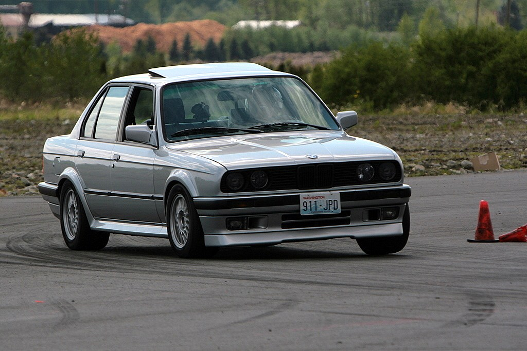 E30 Bmw 325ix. New E30 325ix got ideas